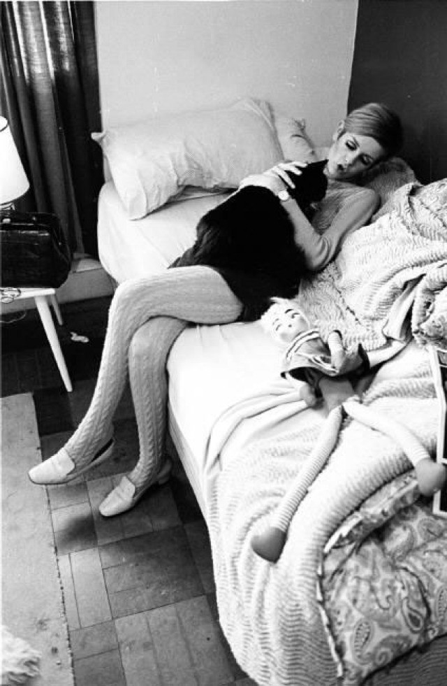 Burt Glinn, England. London. 1966. 'Twiggy with her cat'.