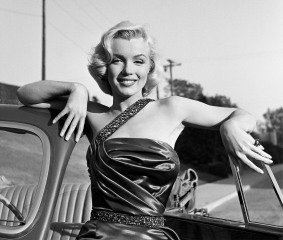 "Marilyn Monroe Classic Portrait Set of ""How to Marry a Millionaire"", by Frank Worth"