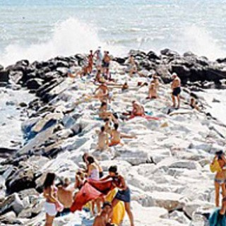 Madima Wave Vertical, by Massimo Vitali 